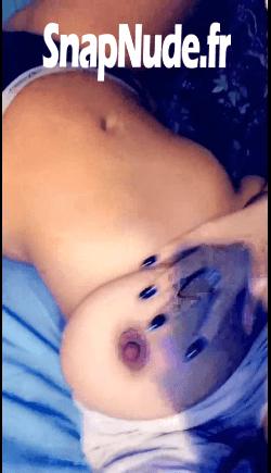 une beurette salope qui se touche la chatte sur snap