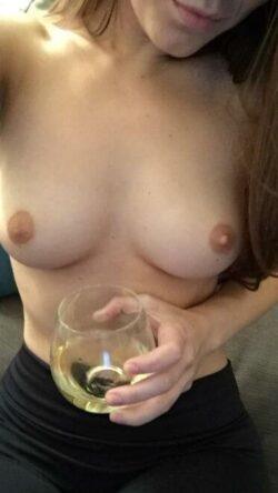 Petite nana sexy pour Snap nudes et plan cul sans lendemain